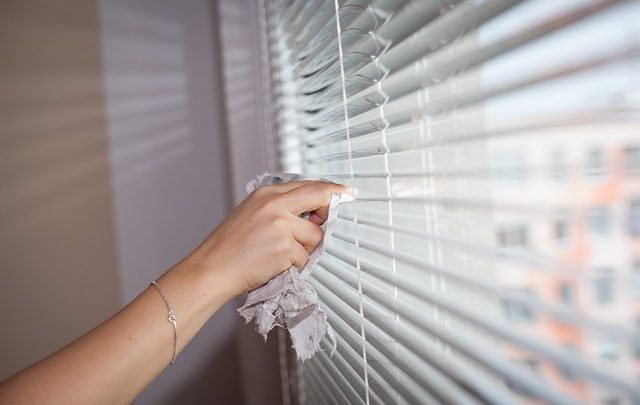 Cleaning Blinds: Your Complete How-To Guide
